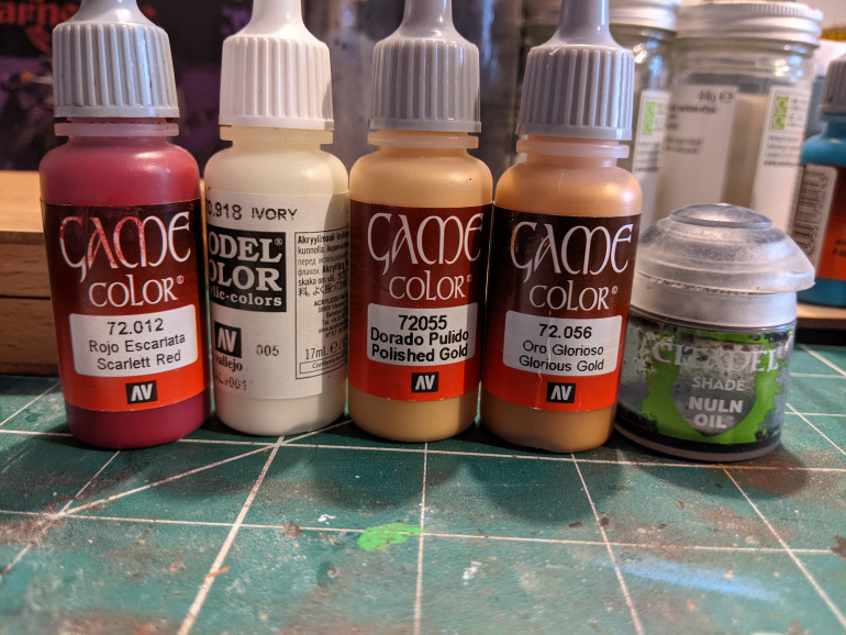 The cloth of gold was Glorious Gold base coat, a nuln oil wash then highlighted with Polished Gold. The red fabric is Scarlett Red shaded with dark purple.  For highlighting I mixed a little Ivory with the Scarlett.