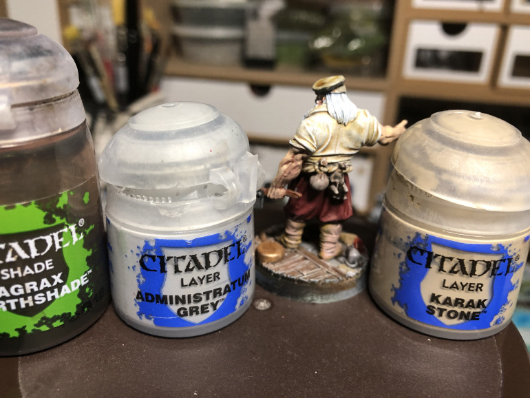 The back pouch and rabbit were washed with GW Agrax Earthshade and then highlighted with GW Karak Stone and GW Administratum Grey. This is ana exception to my blocking and shading colors first as they are details and i prefer to keep them for last.