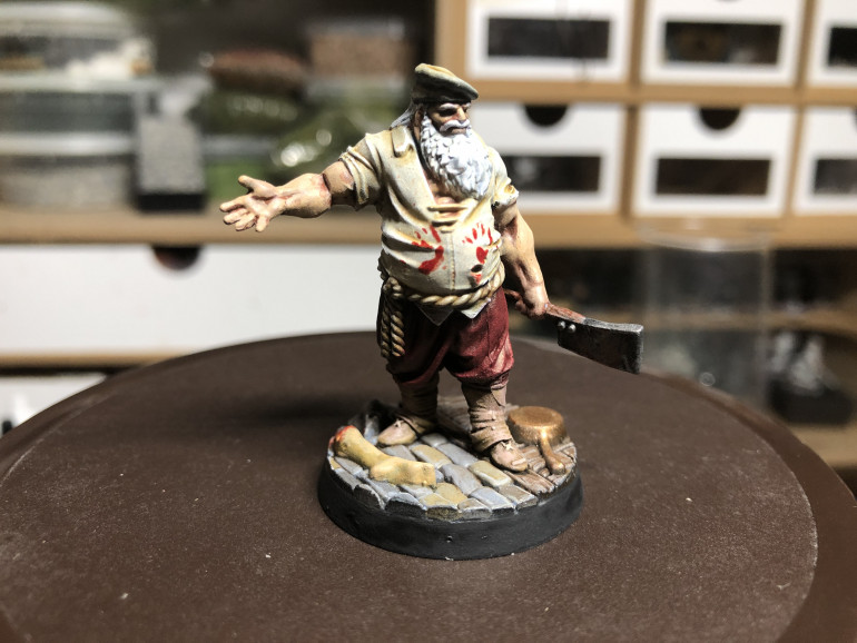 Bloody handprints on the shirts were achieved by using some bits arms from an old kit which I dipped in GW Blood for the Blood God and then applied palm down on the shirt. The sinister tavern keeper is ready to welcome his guests...