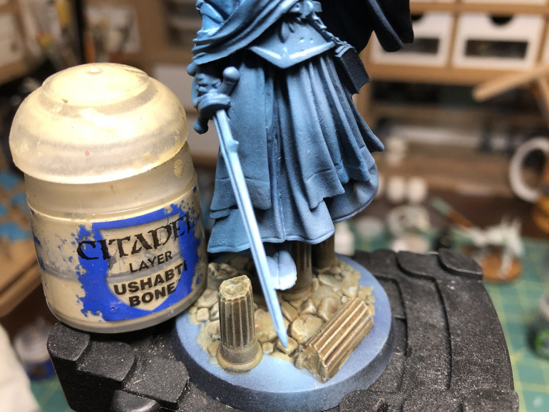 Once the wash was dry, acolumns were carefully dry brushed with GW Ushabti Bone (using a small dry brush such as GW's)