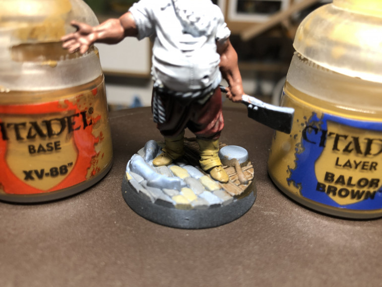 Gallery Above (Left)The tavern keeper was zenithal primed using black/grey/white. That allows the use of thin layers of paint which retain the highlights and shadows automatically. Gallery Above (Right) For the pants, I used GW Contrast Flesh Tearers Red and an ov erbrush of white for the shirt, hair and beard. Above -  Getters were painted with GW XV-88 and the shoes in GW Balor Brown. Feel free to use any slightly contrasted brown you like.