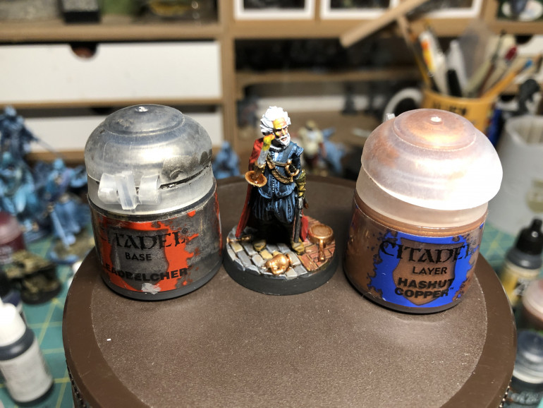 All brass parts were highlighted with GW Hashut Copper. The pistol barrel and firing mechanism were slightly brushed with GW Leadbelcher. Note that if you are so inclined (I was) you can add patterns to the jacket and pants using a very fine brush and a lighter shade of blue.