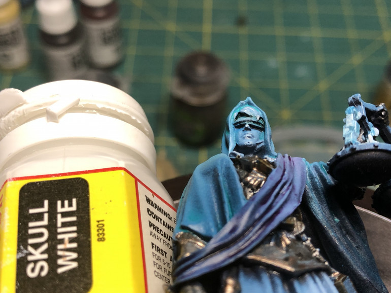 A touch of white was applied to the facial and hair highlights, along with the top areas of the scale chainlinks and the edges of the sword. You may also play with lights and shadows on the sword blade using thinned out white.