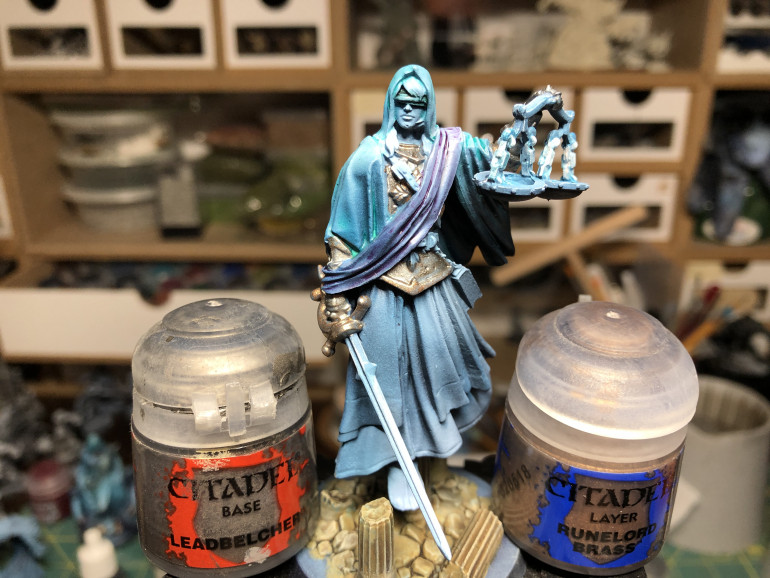 Metal was painted GW Leadbelcher and golden accent given a layer of GW Runelord Brass.