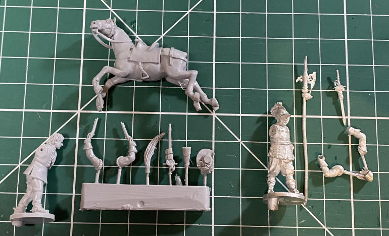 Avanpost figures straight form the packet - resin on the left and metal on the right.