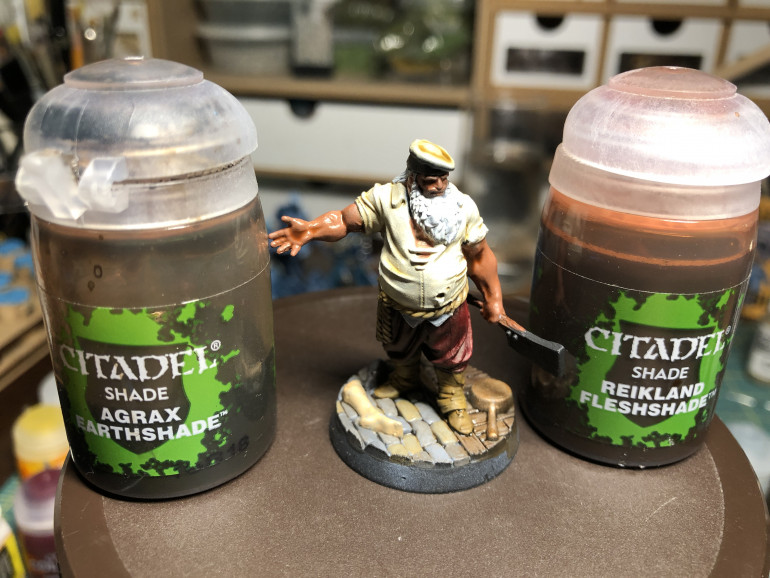 The skin was shaded with GW Reikland Fleshade and the the lower part of the body is washed in GW Agax Earthsdhade.