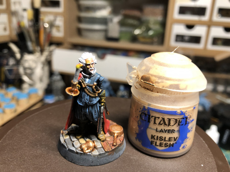The face was highlighted with GW Kislev Flesh. You may add a touch of yellow to the face on the side of the candle to create a reflection.