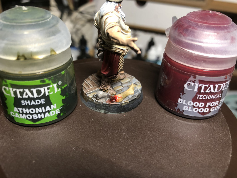 For bases painting, look at my Gatson tutorial. Here I will just address the leg, which was shaded with GW Athonian Camoshade (it is rotting after all) and crowned with GW Blood for the Blood God.