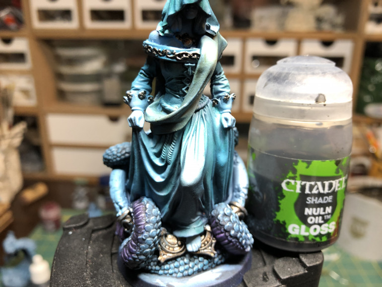 Then cover all metallic parts with GW Nuln Oil Gloss.