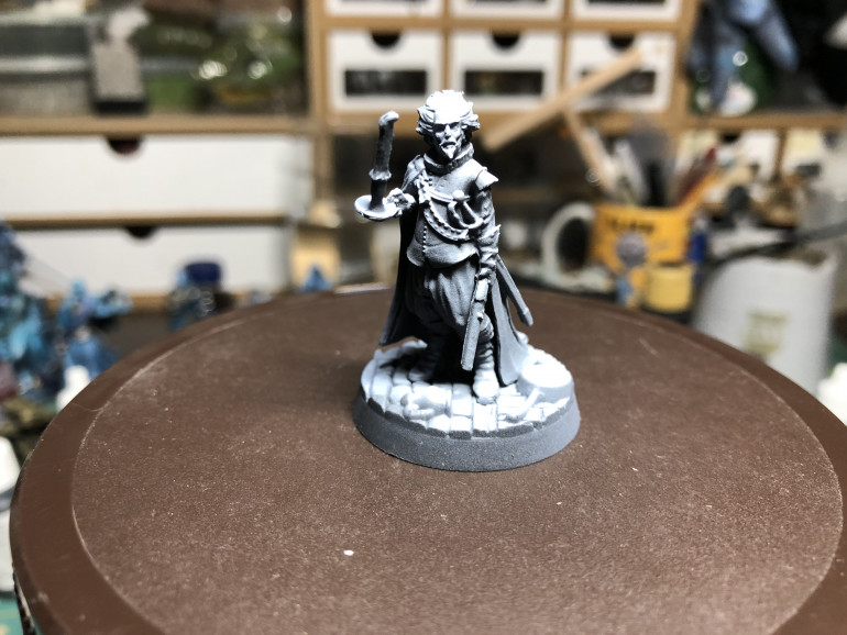 Gaston l'Armon was an interesting miniatures, offering several opportunities to play with paint, from his clothes to the candle he holds in front of him. Gaston was primed in a zenithal highlight fashion  using black/grey/white with an airbrush.