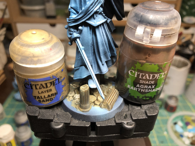 The base columns were painted GW Tallarn Sand and washed with GW Agrax Earthshade