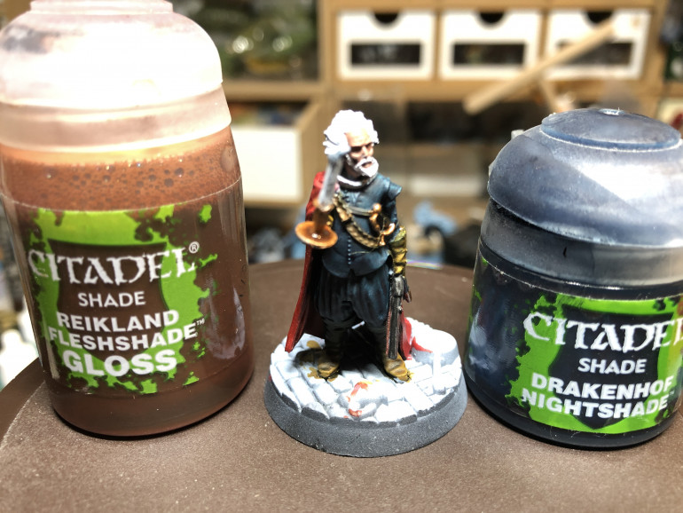 Brass parts were shaded with GW Reikland Fleshshade Gloss. THe jacket and pants were shaded using GW Drakenhof Nightshade, so as to give the clothes a blueish tint.