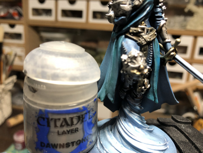 Pants stitches were highlighted with a fine brush and with GW Dawnstone.