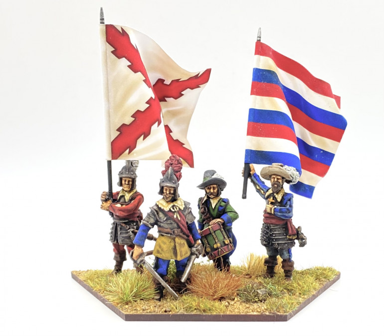 Here is another commend base for my 'Foreign Infantry'.  These are from 1898 Miniatures' Tercio range, except the drummer who is from Horcata Miniatures.  Flags are from Flags of War.