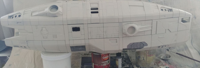This is where I started. To this point the ship was covered with spray-paint, and I painted landing gear wells with dark metallic from Army painter.