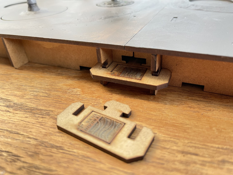 an edge clip top keep 2 tiles together on the edge of the table.