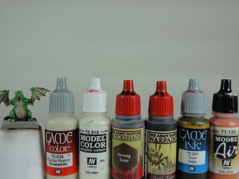 Bonewhite (Vallejo Game Color), Ivory (Vallejo Model Color), Strong and Soft tone (Army Painter Quickshade), Sepia Ink (Vallejo Game Ink) and Orange Rust (Vallejo Model Air)
