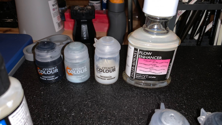 Collection of contrast paints to make the black wash similar to the one from Sorastro's Painting guide