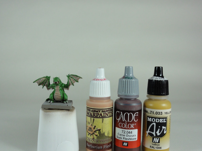 Dark Fleshtone (Vallejo Game Color), Barbarian Flesh (Army Painter Warpaints) and Yellow Ochre (Vallejo Model Air)