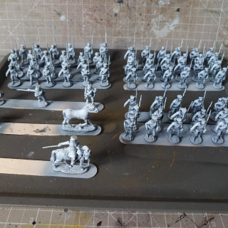 Priming en Masse, and going slightly further with the airbrush