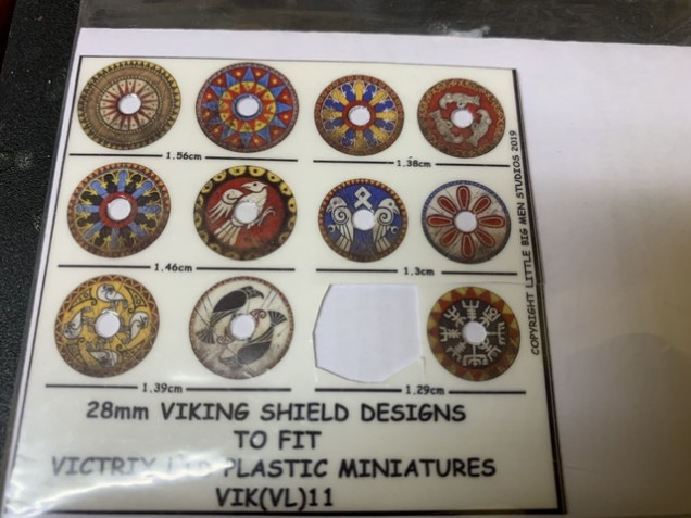 I used one of Little  Big Man Studios transfers from their Viking range for the Dwarf King's shield. The musician also got his shield transfer from LBMS but from the Oathmark Dwarf range. Note that the 1.29mm sized Viking shields fit perfectly on the plastic Oathmark shields. Of course as an alternative, you could get the Victrix plastic shields and use them instead.
