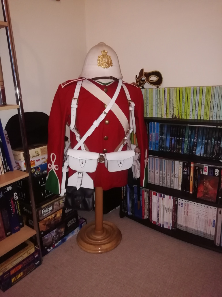 It can stay in the spare room for now where the wife does work zoom calls. She always has to move things out of shot Incase people think she's a rampant colonialist. The ww1 kit can stay in the wardrobe for now.
